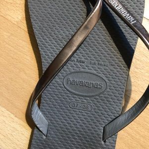 Havaianas Shoes - Havaiana Flip Flops barely worn size 7.5